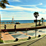 Torremolinos_beach,_across_from_El_Gato_Lounge_restaurant